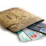 Банковские пластиковые карты теряют популярность у россиян